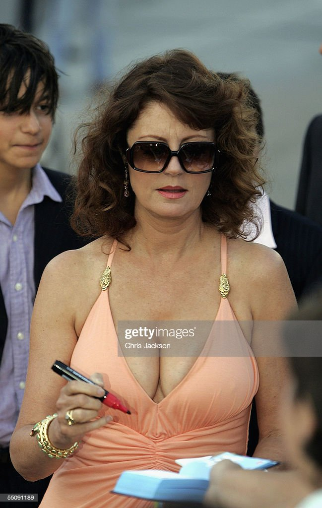 Actress Susan Sarandon signs autographs while attending the premiere for the in competition film 'Romance And Cigarettes' at the Palazzo del Cinema on the seventh day of the 62nd Venice Film Festival on September 6, 2005 in Venice, Italy.