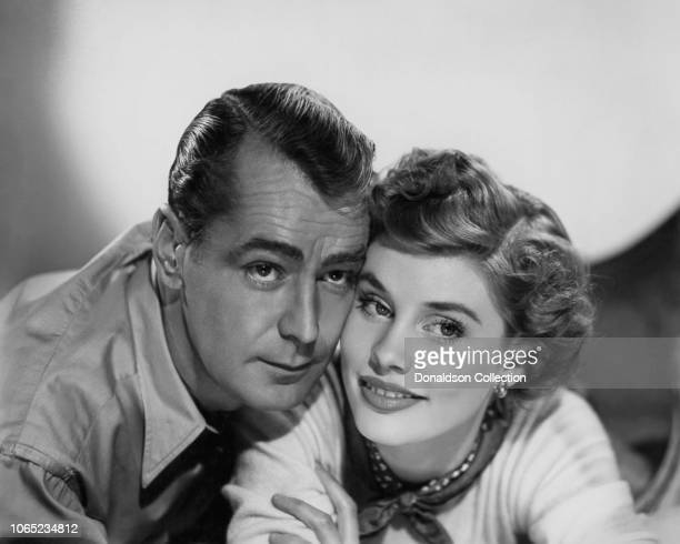 """Actress Susan Stephen and Alan Ladd in a scene from the movie """"Paratrooper"""""""