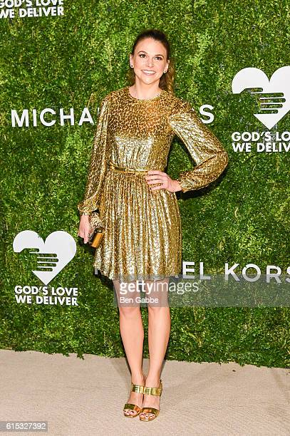 Actress Sutton Foster attends the 2016 God's Love We Deliver Golden Heart Awards Dinner at Spring Studios on October 17 2016 in New York City