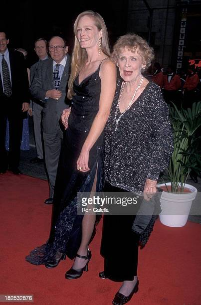 Actress Suzy Amis and actress Gloria Stuart attend the 'Titanic' Hollywood Premiere on December 14 1997 at the Mann's Chinese Theatre in Hollywood...
