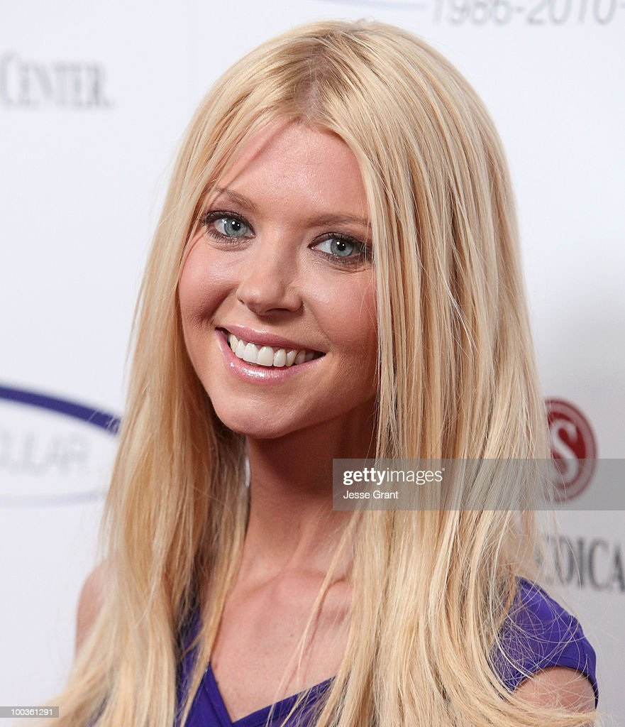 Actress Tara Reid arrives at the 25th anniversary of Cedars-Sinai Sports Spectacular at the Hyatt Regency Century Plaza on May 23, 2010 in Century City, California.