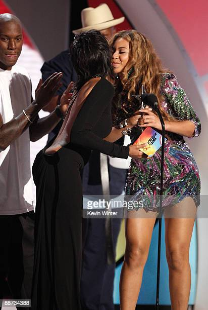 Actress Taraji P Henson presents singer Beyonce the Best Female RB Artist award onstage during the 2009 BET Awards held at the Shrine Auditorium on...