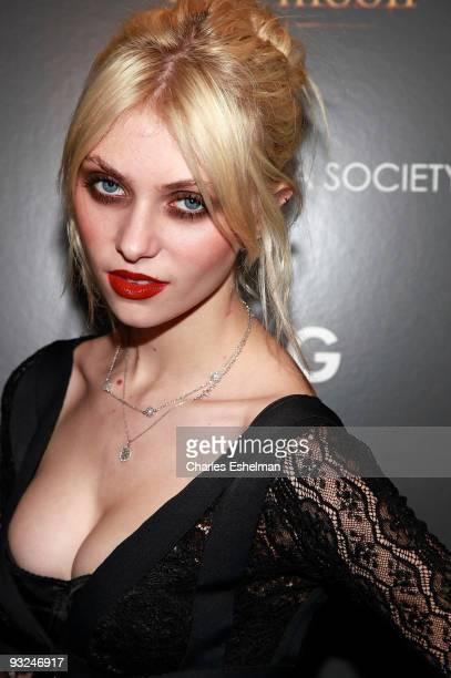 Actress Taylor Momsen attends the Cinema Society screening of 'The Twilight Saga New Moon' at Landmark's Sunshine Cinema on November 19 2009 in New...