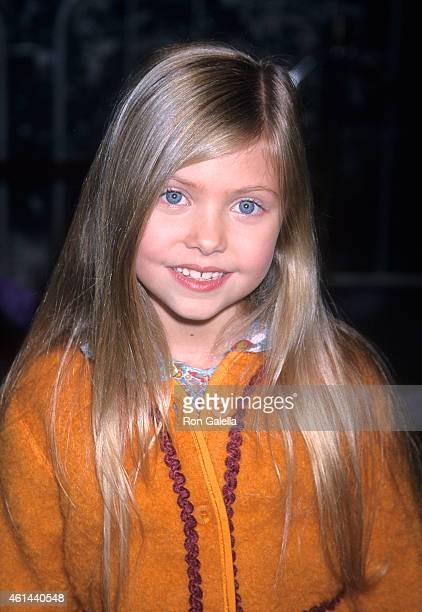 Actress Taylor Momsen attends 'The Grinch' Universal City Premiere on November 8 2000 at the Universal Amphitheatre in Universal City California
