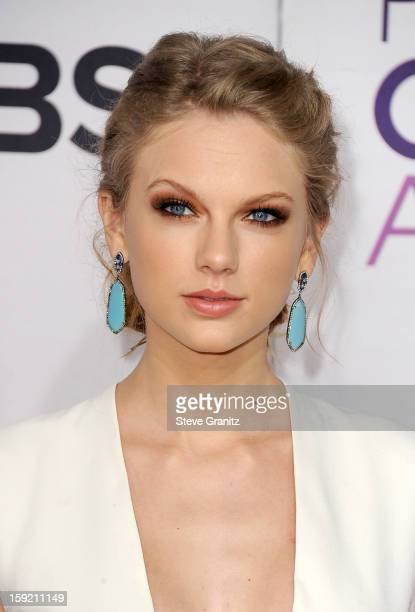Actress Taylor Swift attends the 2013 People's Choice Awards at Nokia Theatre LA Live on January 9 2013 in Los Angeles California