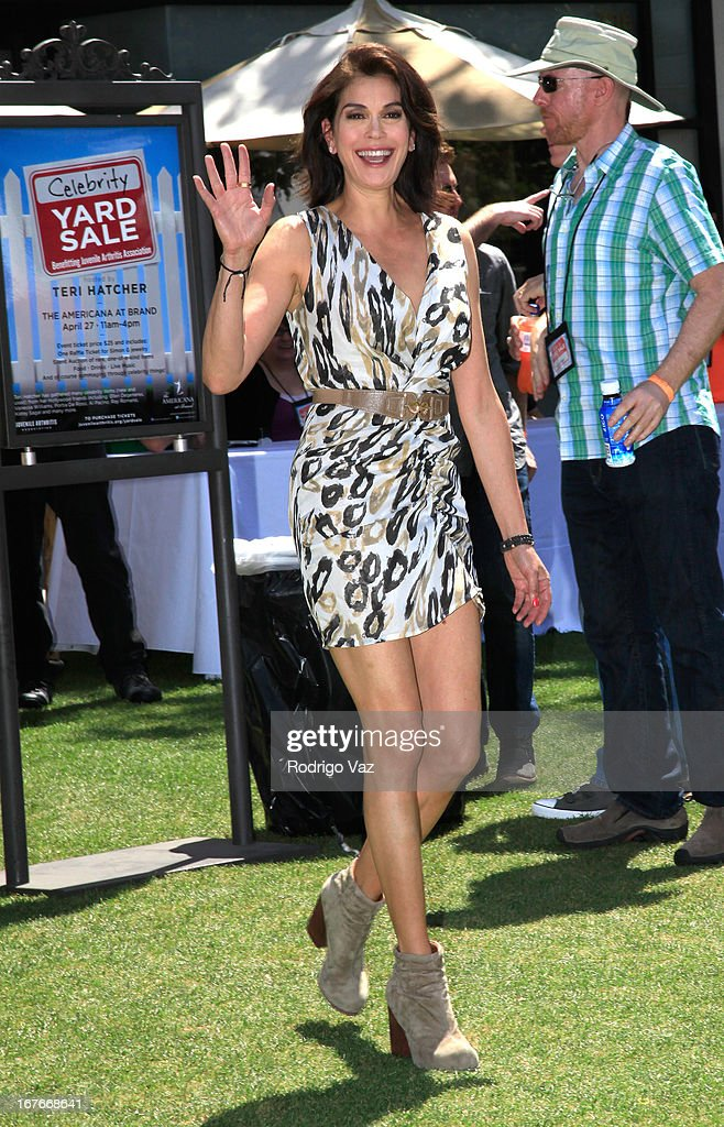 Actress Teri Hatcher arrives at her celebrity yard sale and auction benefitting Juvenile Arthritis Association at The Americana at Brand on April 27, 2013 in Glendale, California.