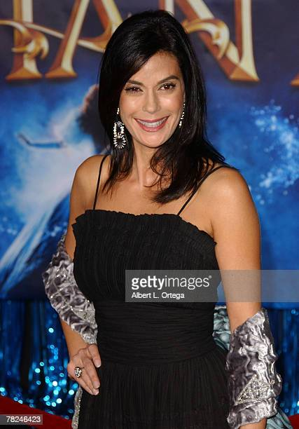 """Actress Teri Hatcher arrives at the World Premiere of Walt Disney Pictures' """"Enchanted"""" held at the El Capitan Theater on November 17, 2007 in..."""