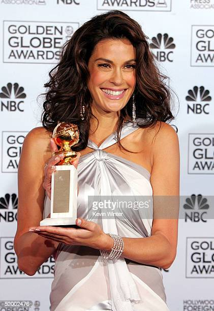 Actress Teri Hatcher poses with her award for Best Performance by an Actress in a Television Series Comedy during the 62nd Annual Golden Globe Awards...
