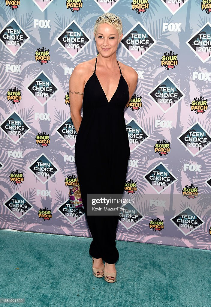 Actress Teri Polo attends Teen Choice Awards 2016 at The Forum on July 31, 2016 in Inglewood, California.