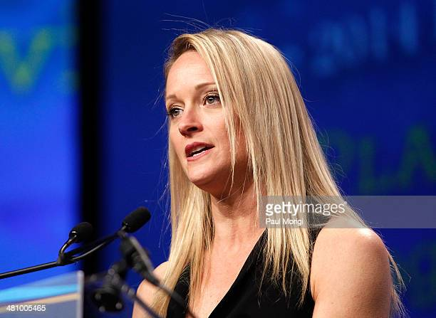Actress Teri Polo makes a few remarks at the Planned Parenthood Federation Of America's 2014 Gala Awards Dinner at the Marriott Wardman Park Hotel on...