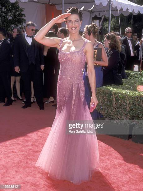 Actress Terry Farrell attends the 51st Annual Primetime Emmy Awards on September 12, 1999 at Shrine Auditorium in Los Angeles, California.