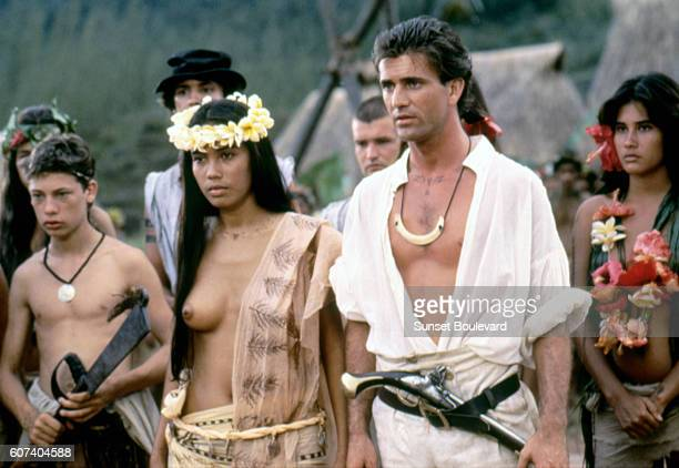 Actress Tevaite Vernette and AustralianAmerican actor Mel Gibson on the set of The Bounty based on the book by British Richard Hough and directed by...