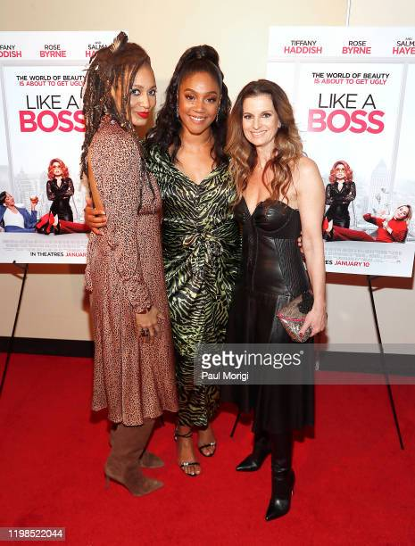 Actress Tiffany Haddish poses with the 'GMA/Like A Boss' contest winners Chandra Pittman and Candice Ferreira at a special hometown Washington DC...