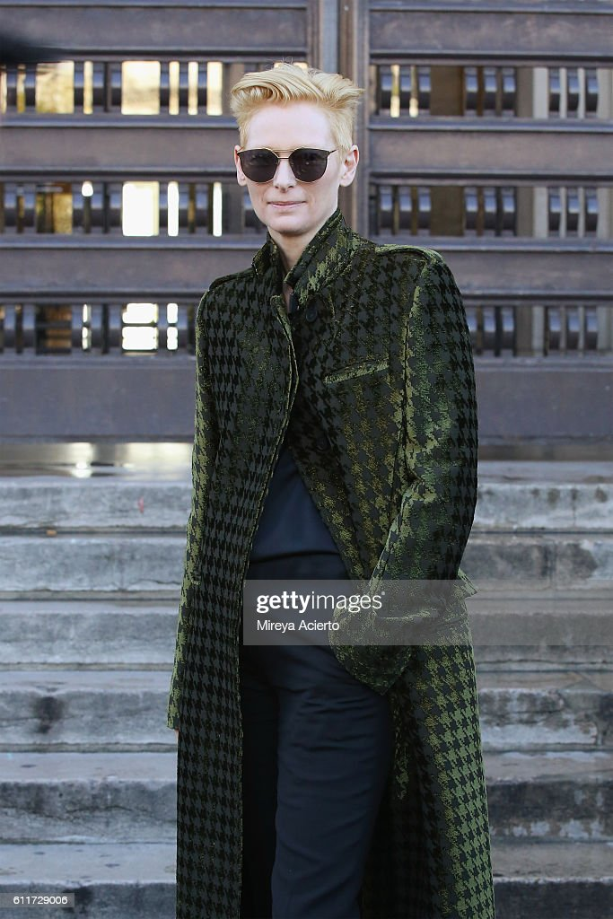Haider Ackermann : Outside Arrivals  - Paris Fashion Week Womenswear Spring/Summer 2017