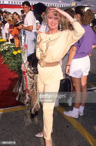 Actress Tippi Hedren arrives from Los Angeles on June 5, 1990 at the Orlando International Airport in Orlando, Florida.