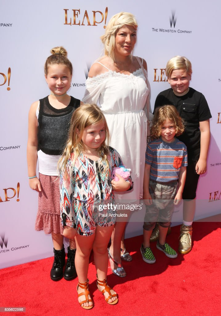 Actress Tori Spelling (C) attends the premiere of 'Leap!' at the Pacific Theatres at The Grove on August 19, 2017 in Los Angeles, California.