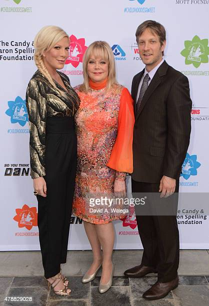 Actress Tori Spelling philanthropist Candy Spelling and actor Randy Spelling attend the LA's BEST Annual Family Dinner 2015 at Skirball Cultural...