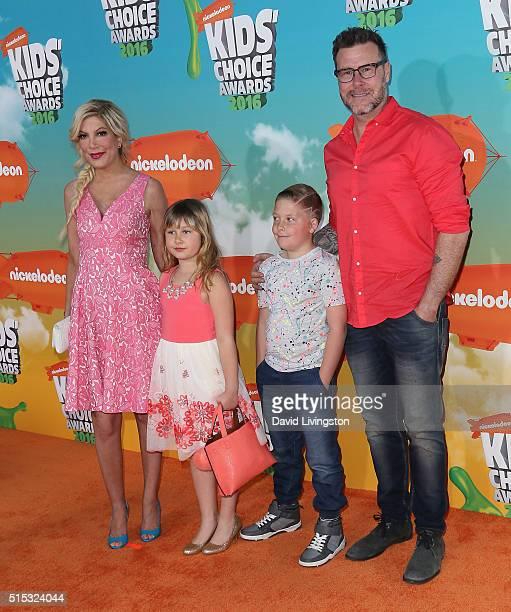 Actress Tori Spelling, Stella Doreen McDermott, Liam Aaron McDermott and Dean McDermott attend Nickelodeon's 2016 Kids' Choice Awards at The Forum on...
