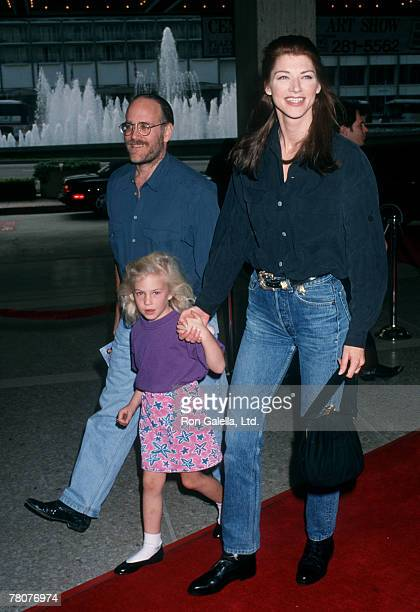 Actress Tracy Tweed husband Ted Fields and daughter Chantel Fields attending the premiere of 'Home Alone 2Lost in New York' on November 15 1992 at...