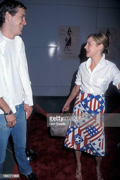 Actress Traylor Howard and actor Ryan Reynolds attend the Beautiful Los Angeles Premiere on September 25 2000 at Los Angeles County Museum of Art in...