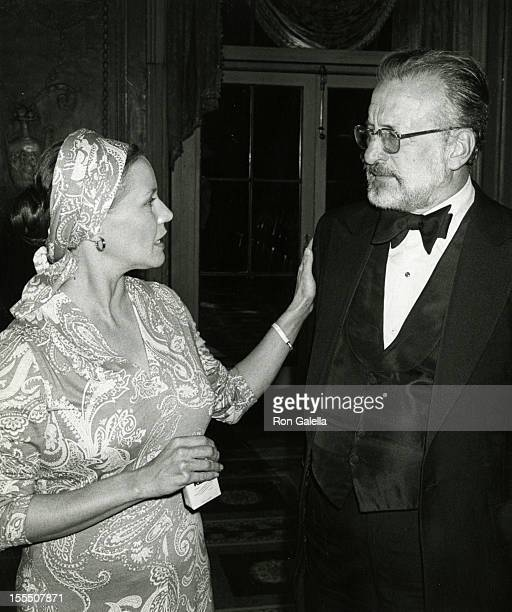 Actress Trish Van Devere and actor George C Scott attend Golf Collegiate Dinner on August 15 1979 at the Waldorf Hotel in New York City