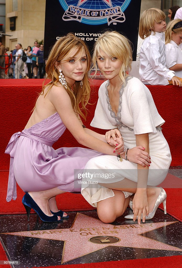 Ashley and Mary-Kate Olsen Get A Star On The Walk of Fame : ニュース写真