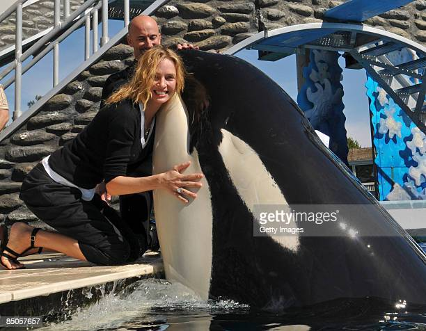 Actress Uma Thurman hugs killer whale Shamu during a visit to SeaWorld February 20 2009 in San Diego California The star of films 'Pulp Fiction' and...
