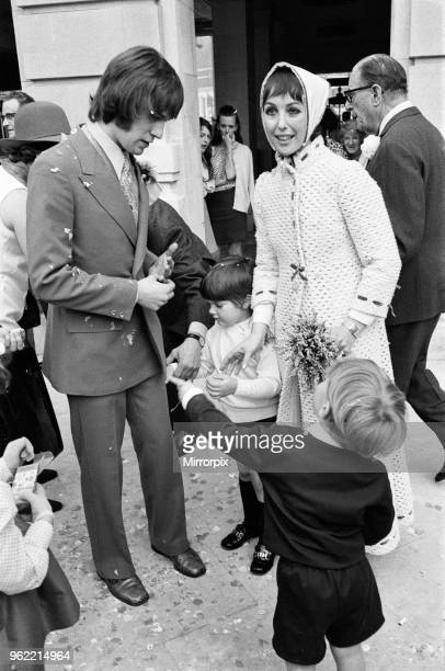 Actress Una Stubbs marries Nicky Henson Wandsworth Town Hall Una wore a full length maxi outfit with a matching headscarf which she designed herself...