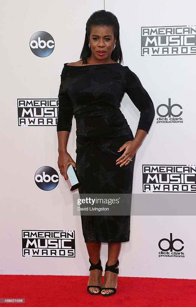 42nd Annual American Music Awards - Arrivals : News Photo