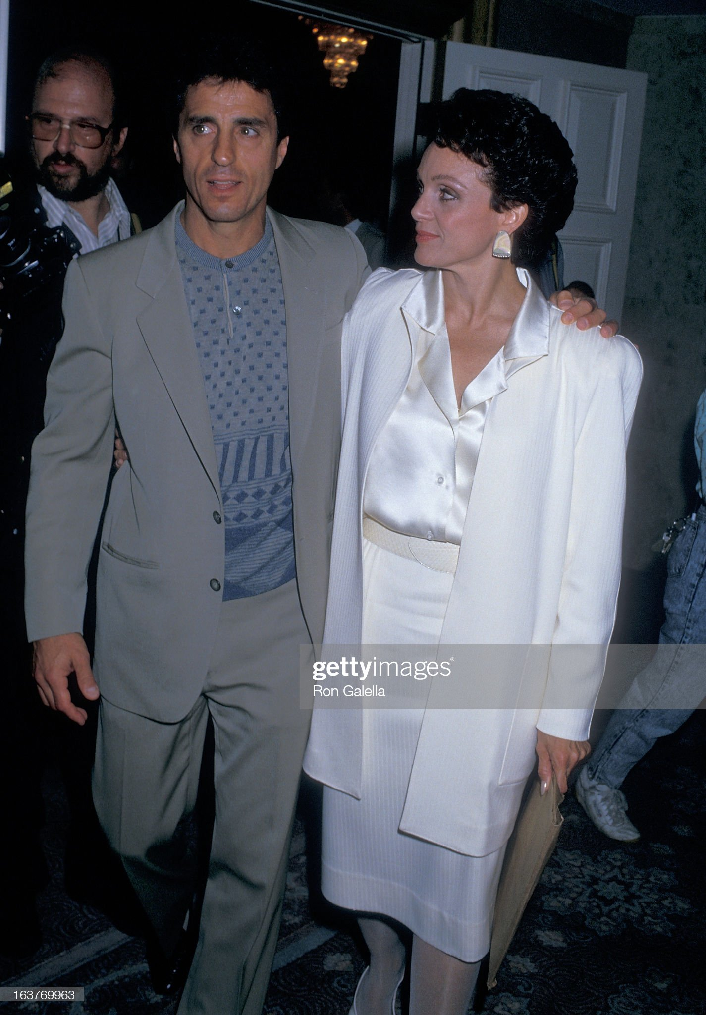 actress-valerie-harper-and-husband-tony-cacciotti-attend-valerie-picture-id163769963