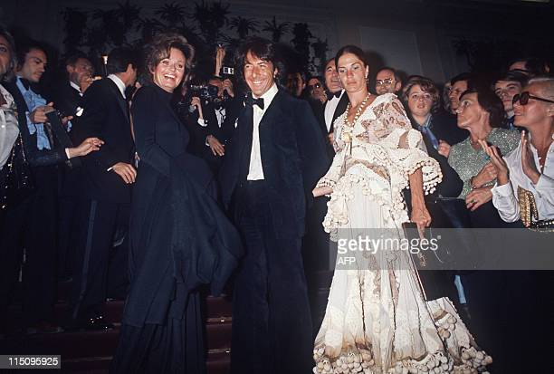 US actress Valerie Perrine US actor Dustin Hoffman and his wife Anne Byrne arrive for the screening of the film 'Lenny' directed by Bob Fosse May...
