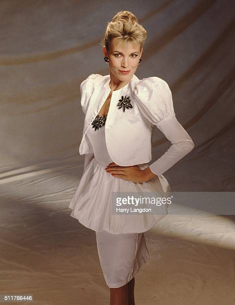 Actress Vanna White poses for a portrait in 1986 in Los Angeles California