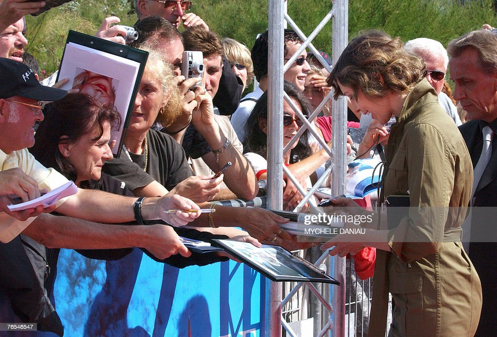 US actress Vera Farmiga signs autographs : Nyhetsfoto