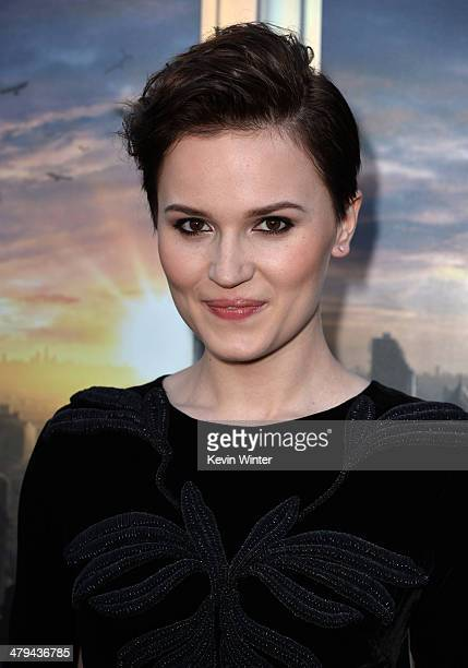 """Actress Veronica Roth arrives at the premiere of Summit Entertainment's """"Divergent"""" at the Regency Bruin Theatre on March 18, 2014 in Los Angeles,..."""