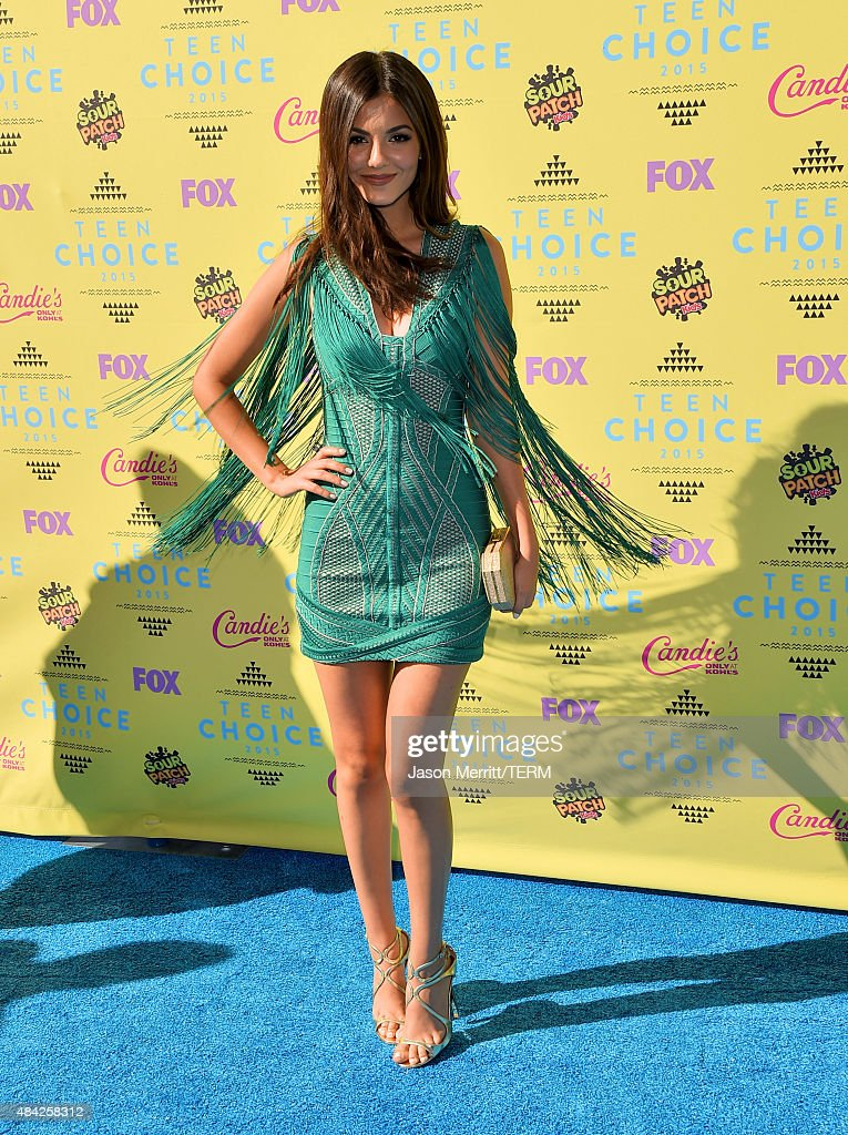 In Focus: Our Top 10 Red Carpet Frocks From The 2015 Teen Choice Awards