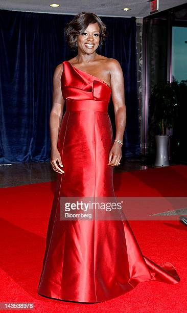 Actress Viola Davis arrives for the White House Correspondents' Association dinner in Washington DC US on Saturday April 28 2012 The 98th annual...