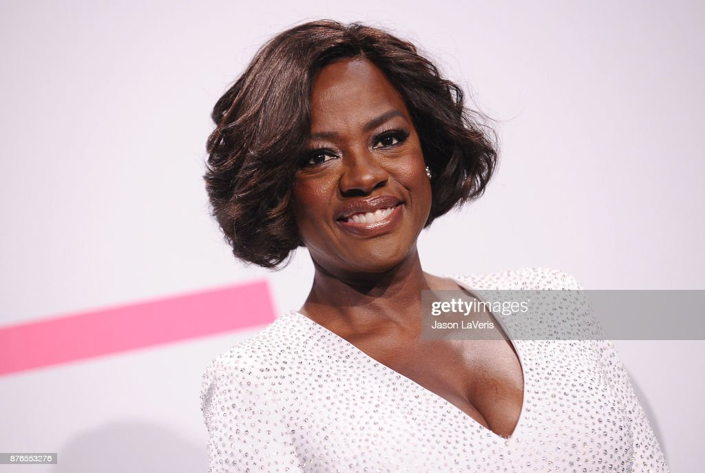 Actress Viola Davis poses in the press room at the 2017 American Music Awards at Microsoft Theater on November 19, 2017 in Los Angeles, California.