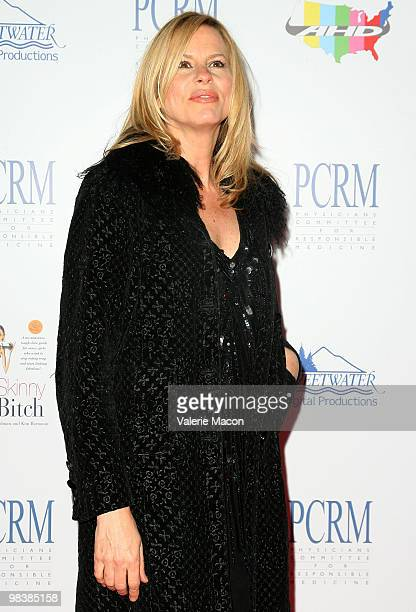 Actress Vonda Shepard arrives at Nonprofit Physicians Committee For Responsible Medicine's 25th Anniversary on April 10, 2010 in West Hollywood,...