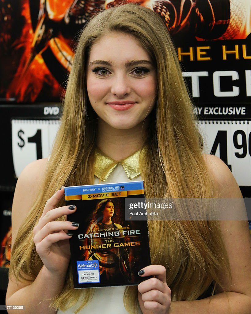 """""""The Hunger Games: Catching Fire"""" DVD Release And Autograph Signing With Willow Shields : News Photo"""