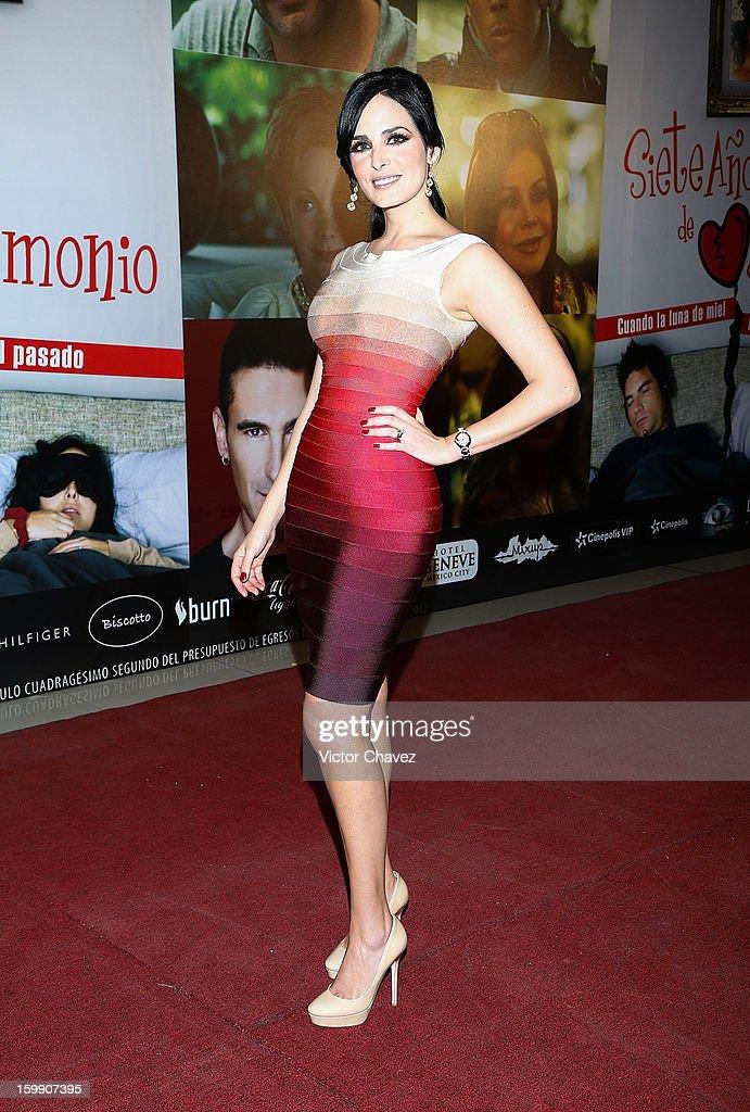 Actress Ximena Herrera attends the '7 Anos de Matrimonio' Mexico City premiere red carpet at Plaza Carso on January 22, 2013 in Mexico City, Mexico.