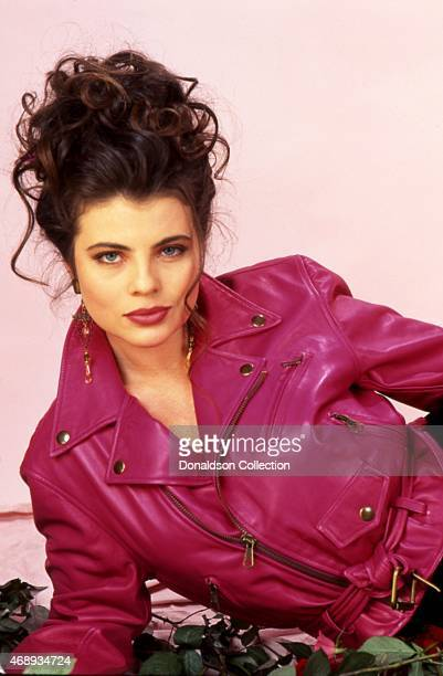 Actress Yasmine Bleeth poses for a portrait session in 1995 in Los Angeles, California.