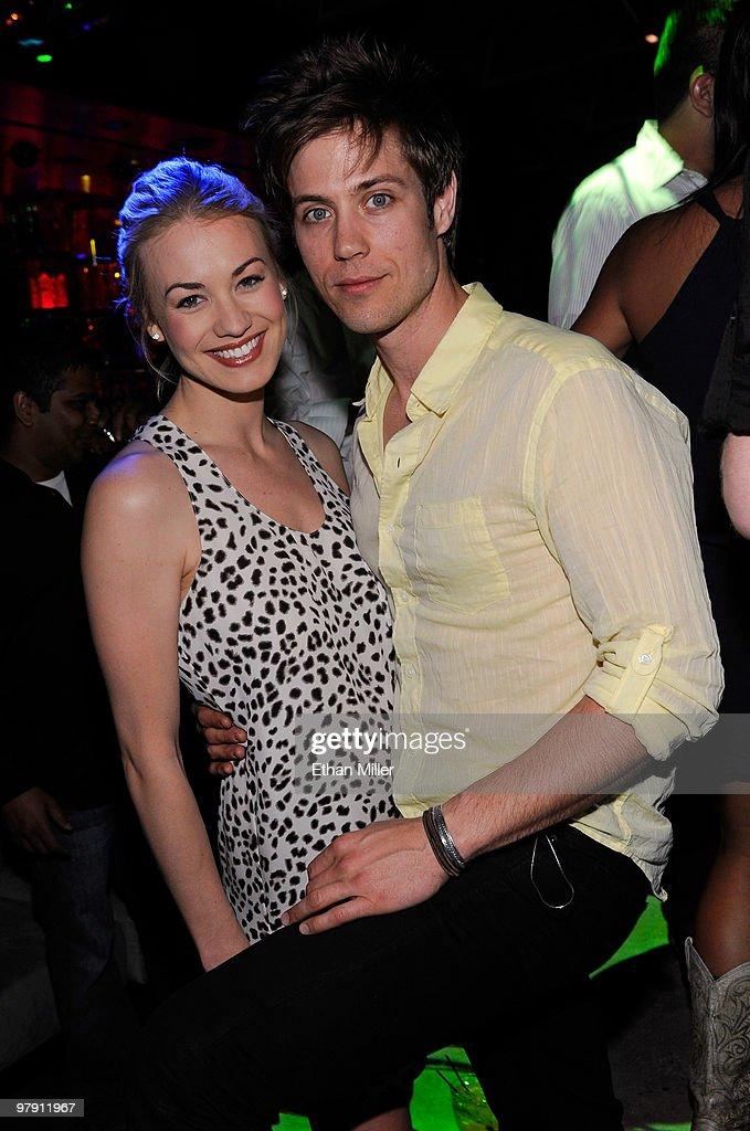 Is yvonne boyfriend who strahovski Who is