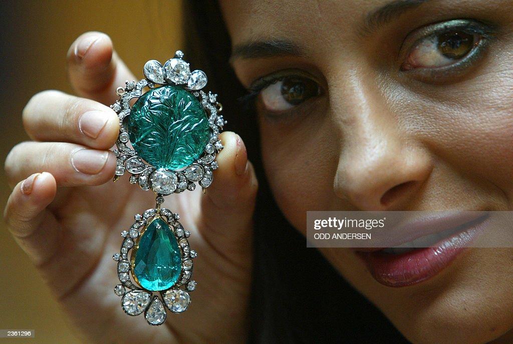 Actress Zehra Naqvi models, Clive of Ind : News Photo