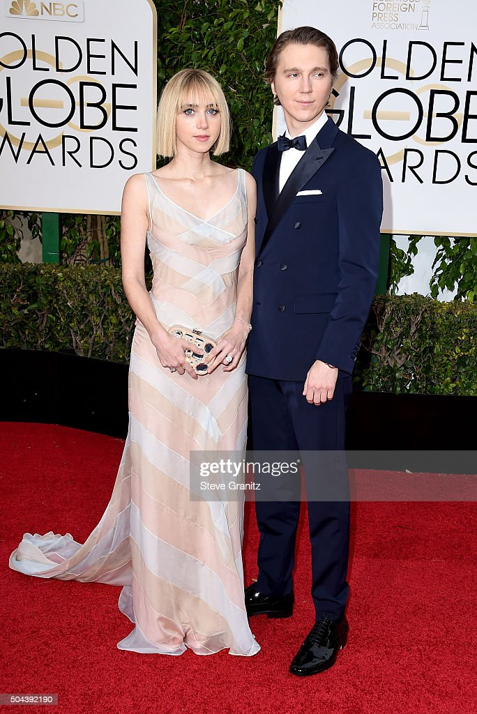 Actress Zoe Kazan (L) and actor Paul Dano attend the 73rd Annual Golden Globe Awards held at the Beverly Hilton Hotel on January 10, 2016 in Beverly Hills, California.