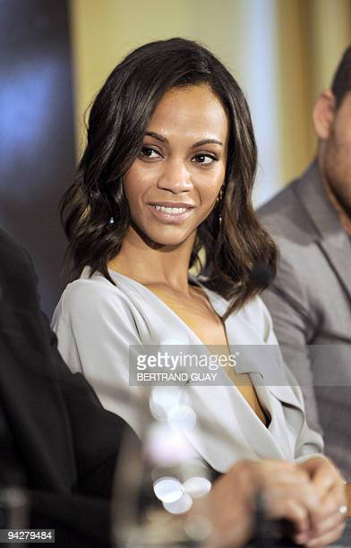 US actress Zoe Saldana poses during a press conference of Canadian film director James Cameron for his film 'Avatar' on December 7 2009 at the...