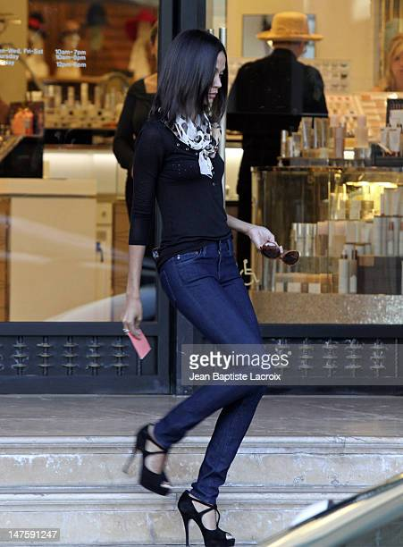 Actress Zoe Saldana shops at Diesel and Barneys New York in Beverly Hills on January 11 2010 in Los Angeles California