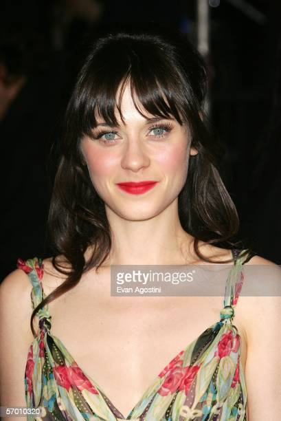 Actress Zooey Deschanel arrives at the Vanity Fair Oscar Party at Mortons on March 5, 2006 in West Hollywood, California.