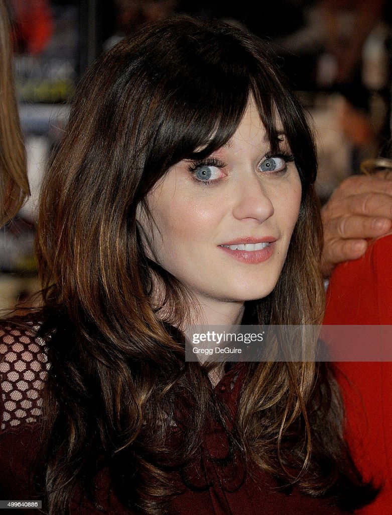 Actress Zooey Deschanel attends FOX's 'New Girl' 100th Episode Cake-Cutting at Fox Studio Lot on December 2, 2015 in Century City, California.