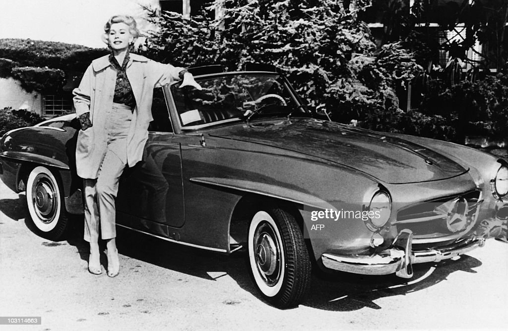 US actress Zsa Zsa Gabor poses on May 12 : News Photo