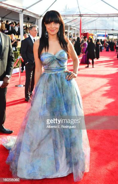 Actress Zuleikha Robinson arrives at the 19th Annual Screen Actors Guild Awards held at The Shrine Auditorium on January 27, 2013 in Los Angeles,...